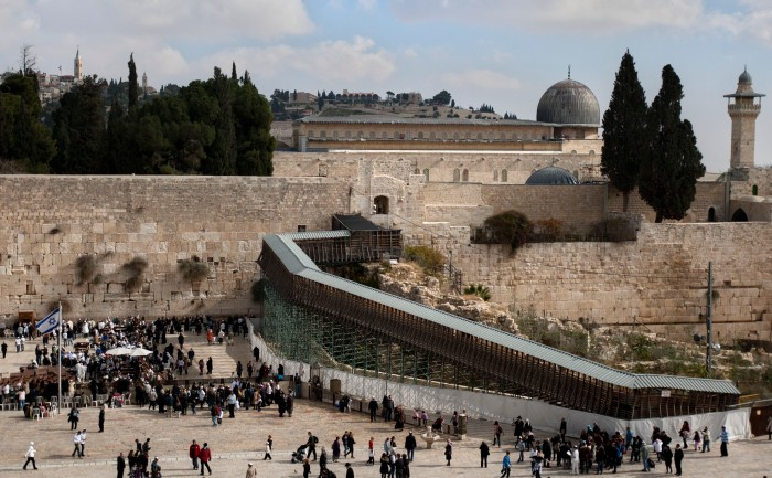 Report: Construction of footbridge to Temple Mount exacerbated geopolitical tensions - Arab-Israeli Conflict - Jerusalem Post